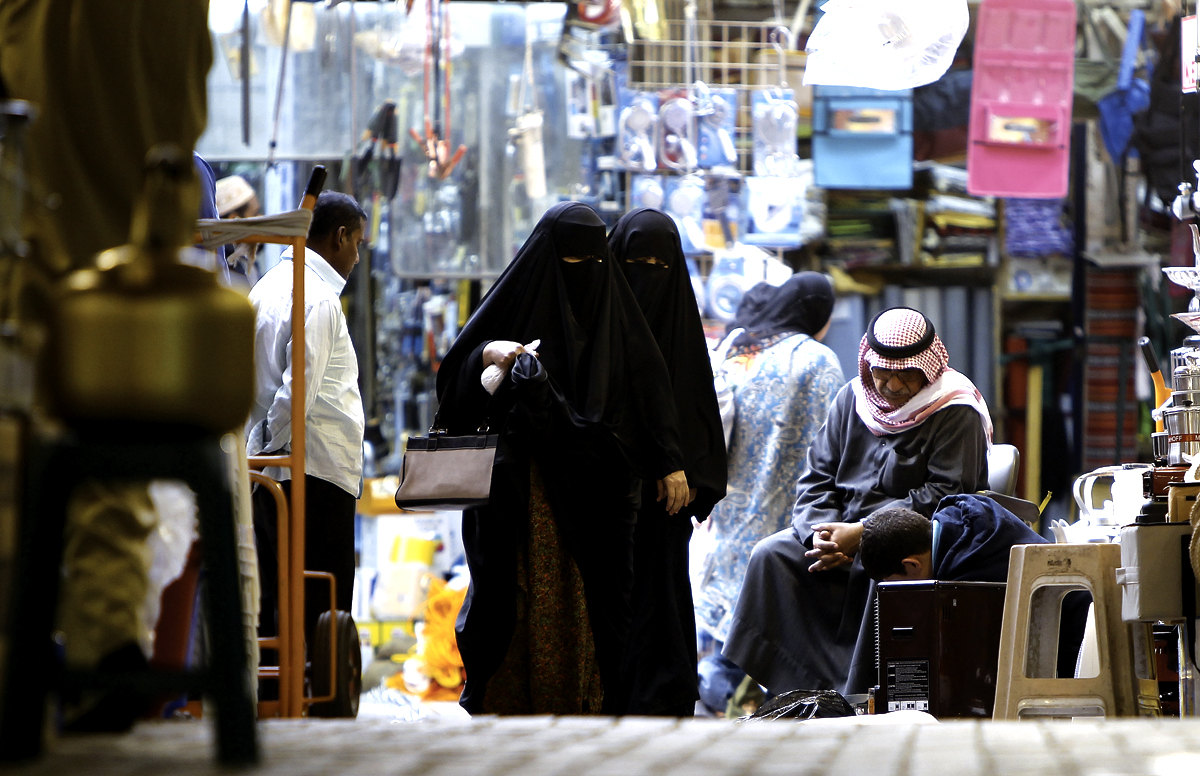 Kuwaiti women wearing full Islamic cover