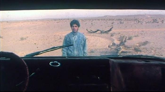 """من فيلم """"الرقص في الغباء"""" (2003).. شخص أمام الآخر.. والزجاج عنصر دائم للفصل بين طرفي الصراع في أفلام """"فرهادي"""""""