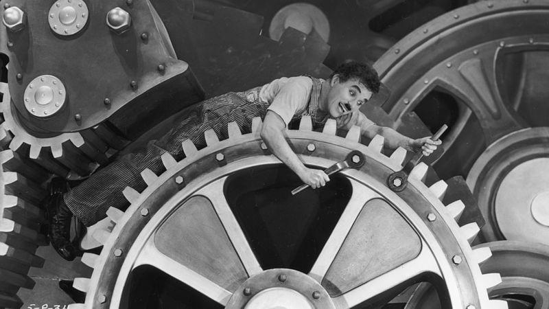 شارلي شابلن من فيلم الأزمنة الحديثة