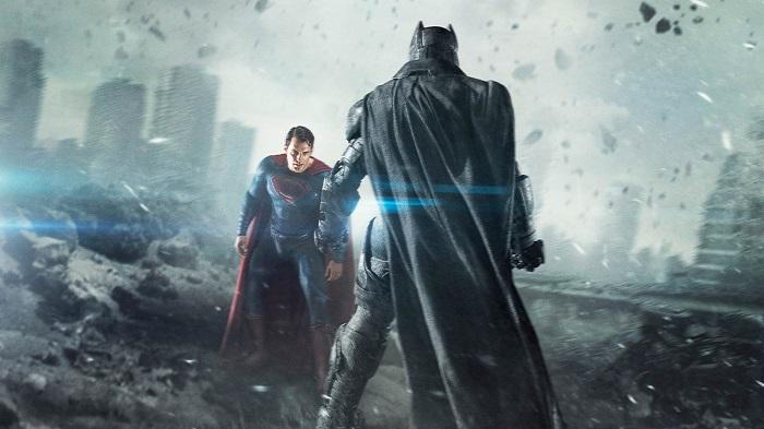باتمان وسوبرمان في مشهد من فيلم «فجر العدالة»