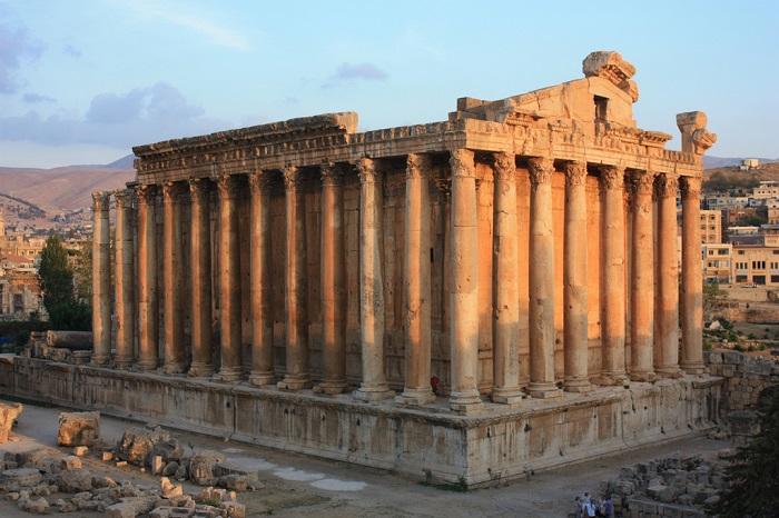 معبد باخوس في لبنان