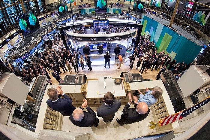 رئيس المخابرات المركزية الأمريكية يفتتح بورصة نيويورك