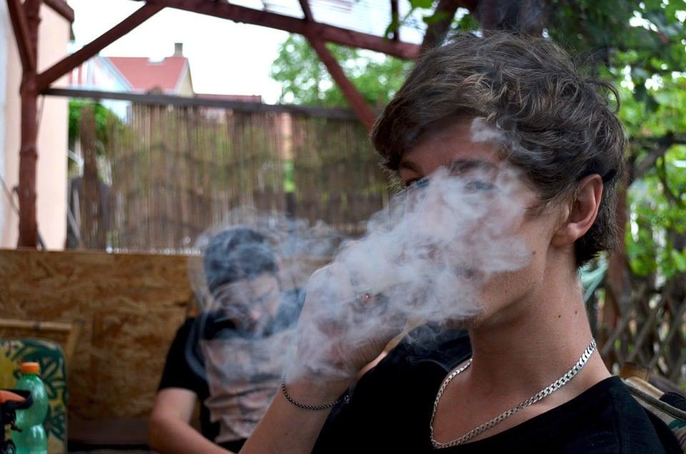 تدخين الحشيش