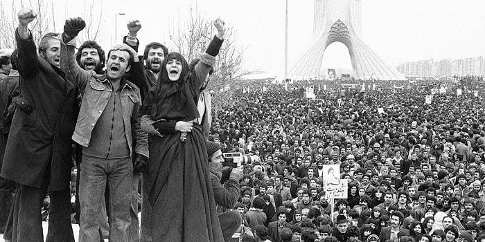 مشهد من الثورة الإسلامية في إيران