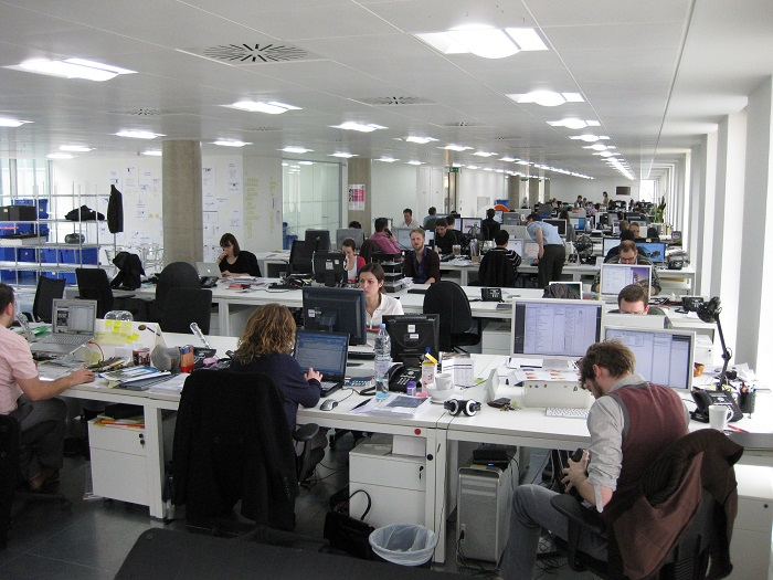 مجموعة من العاملين في شركة