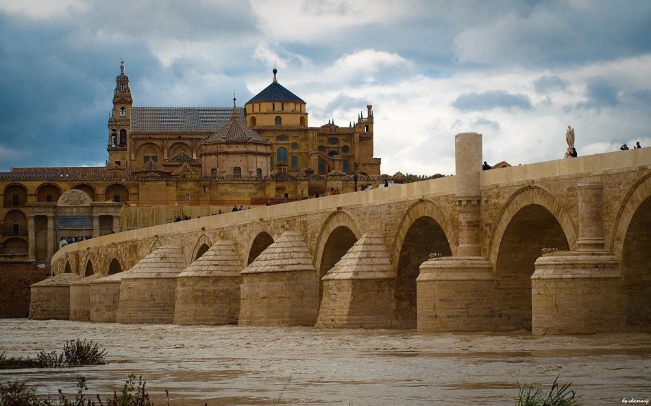 جسر ومسجد في الأندلس