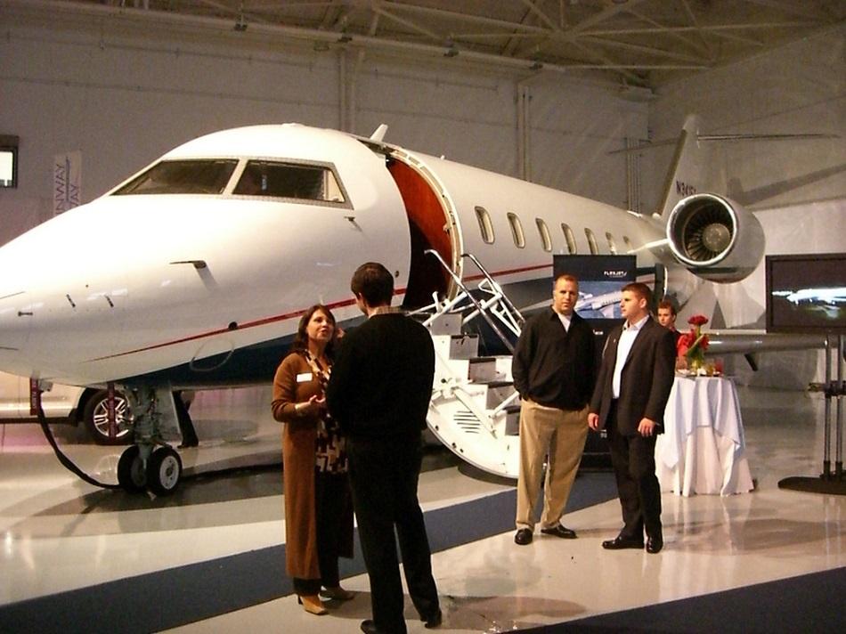 أشخاص أغنياء وطائرة خاصة