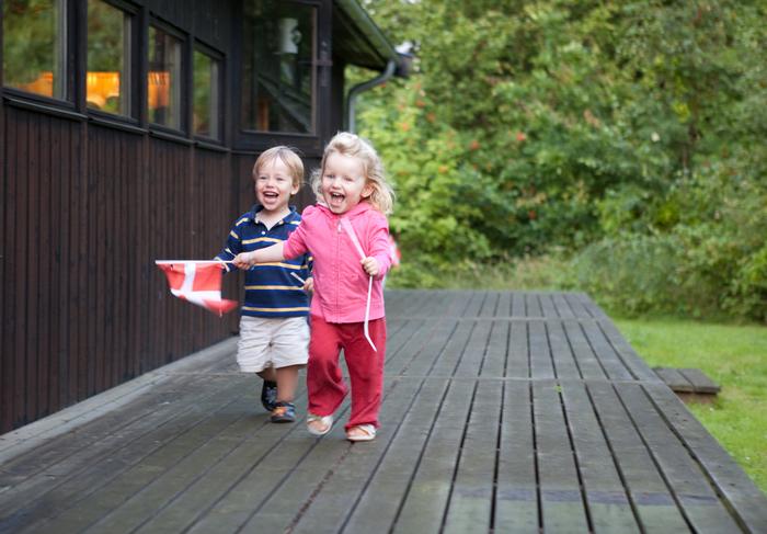 أطفال دنماركيون سعداء