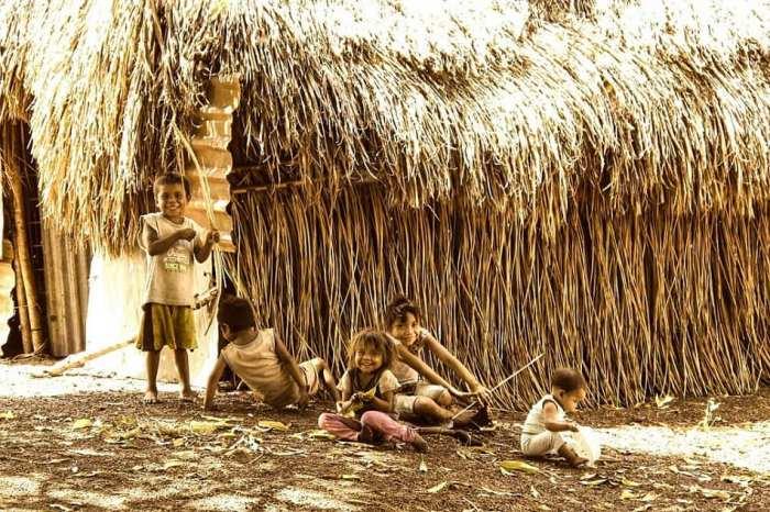 أطفال كولمبيون-يتعلمون الصيد