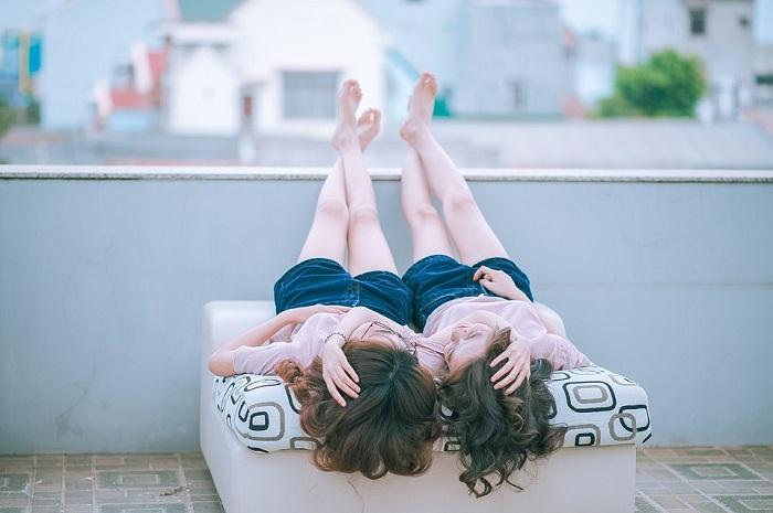 المثلية بين الفتيات