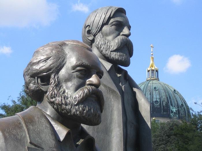 تمثال كارل ماركس وإنغلز التذكاري في برلين