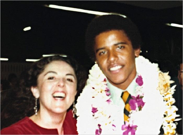 أوباما مع والدته