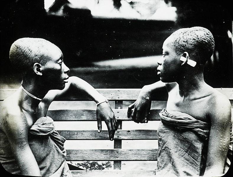 فتيات عبيد حليقات الرأس من الكونغو