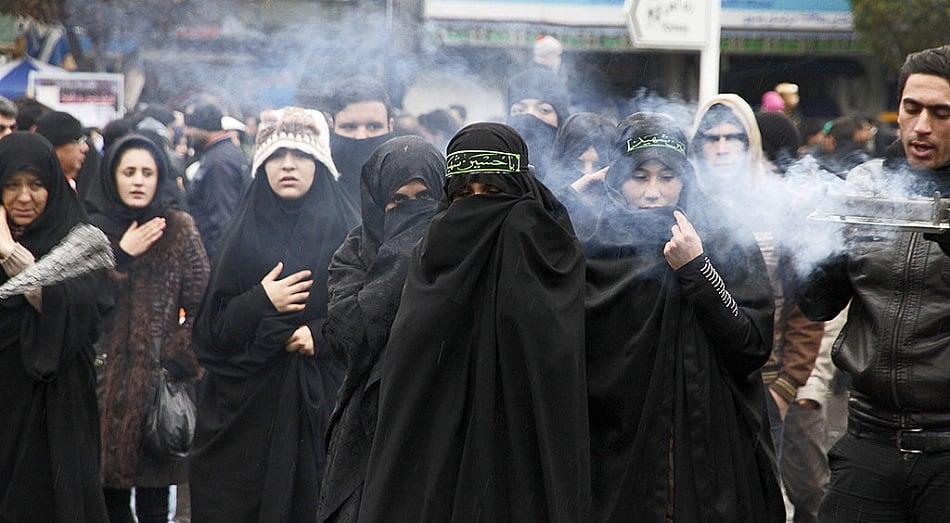 نساء في احتفال شيعي