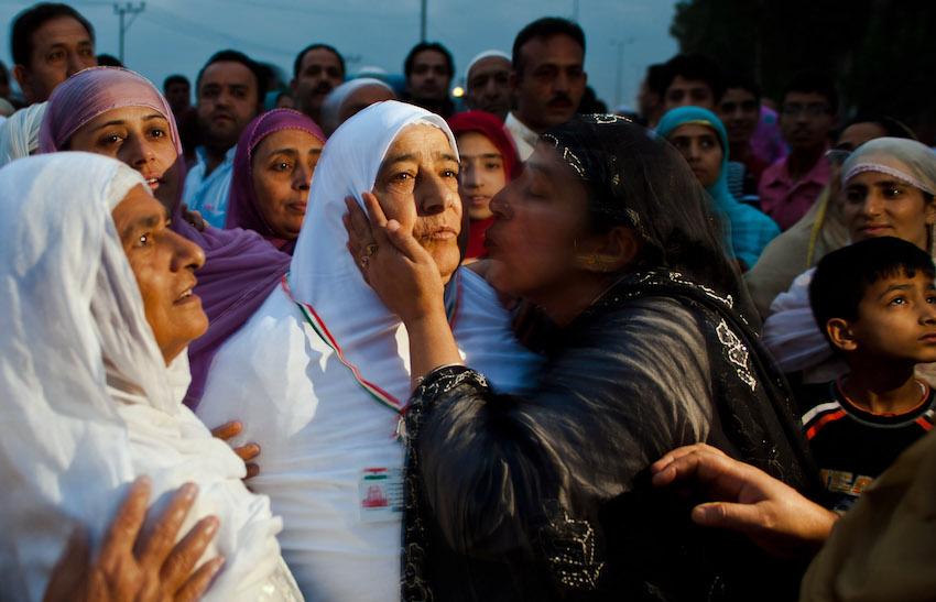 تقبيل امرأة قبل توجهها للحج