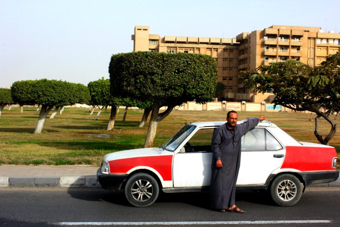تاكسي في مدينة العاشر من رمضان