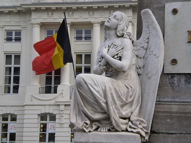 تمثال وعلم ألمانيا