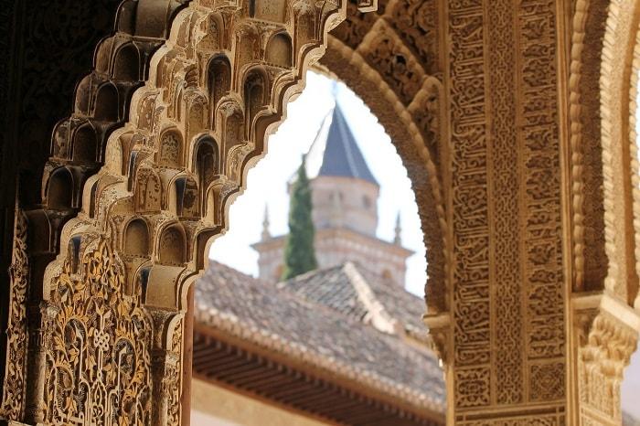 قصر الحمراء بغرناطة نموذج للمعمار الإسلامي في الأندلس