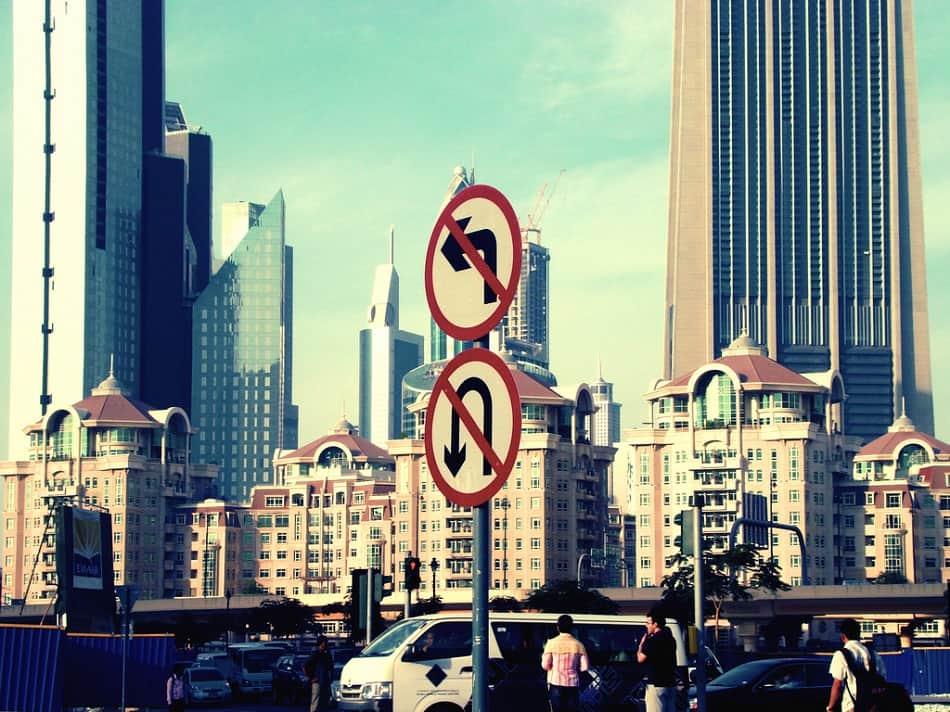 أحد شوارع مدينة دبي في الإمارات