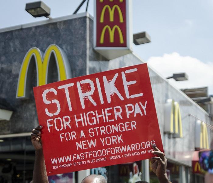 متظاهرين عمال