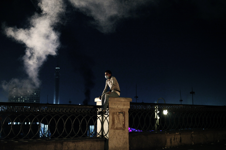شاب مشارك في ثورة 25 يناير في مصر