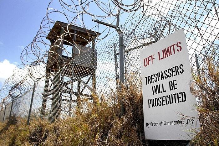 بوابة لمعتقل غوانتانامو