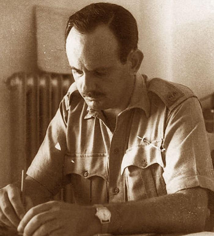 رونالد استورس