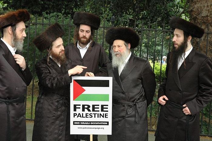 أعضاء من حركة ناطوري كارتا يتظاهرون ضد إسرائيل