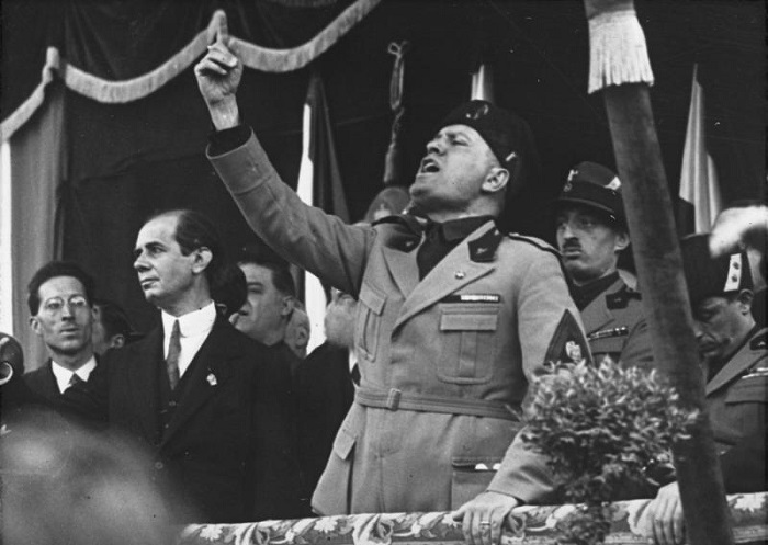 الديكتاتور الإيطالي موسوليني