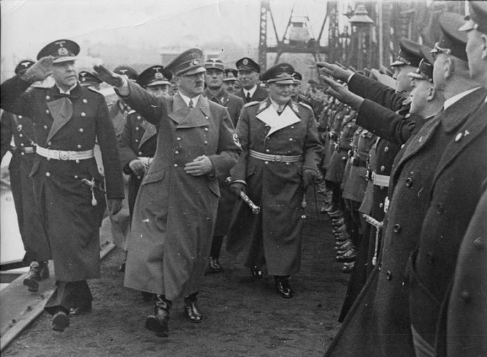 الديكتاتور الألماني أدولف هتلر