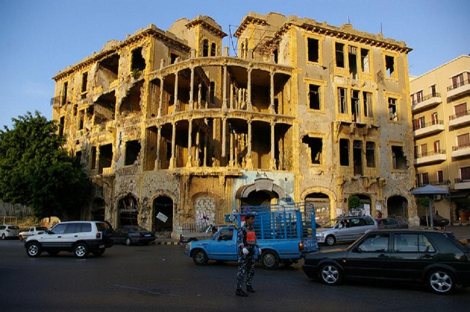 مبنى تظهر عليه أثار تدمير الحرب الأهلية اللبنانية