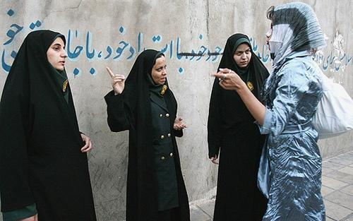 نساء شرطة الآداب الإيرانية