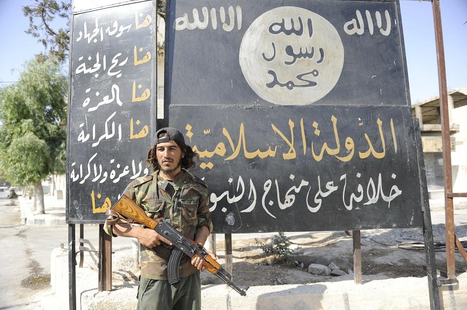 أحد مسلحي الدولة الإسلامية (داعش)