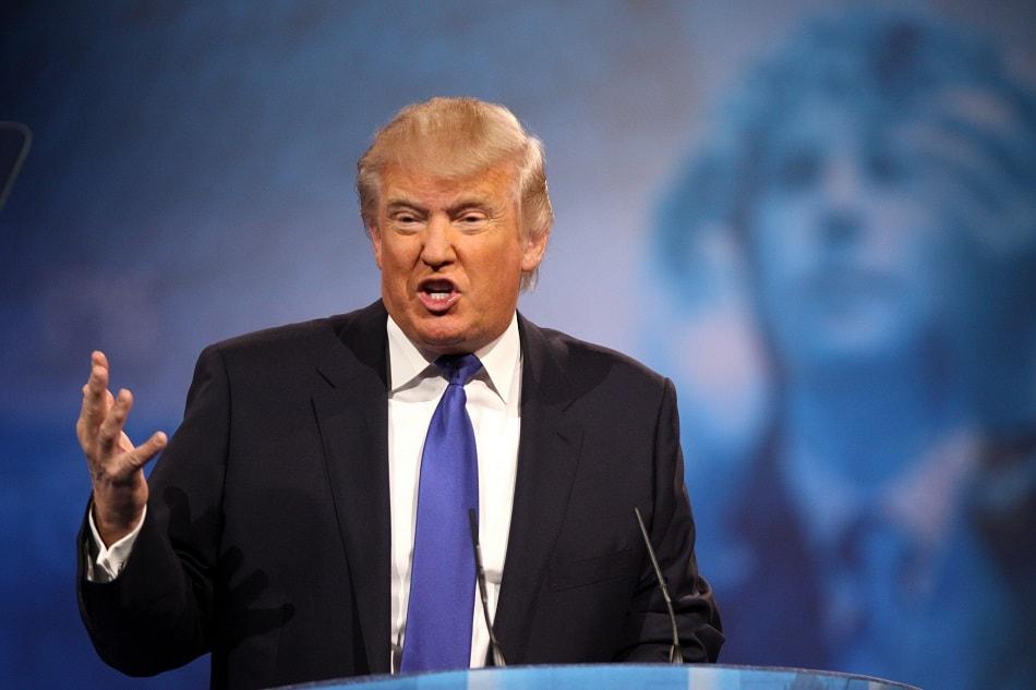 الرئيس الأمريكي دونالد ترامب يخطب