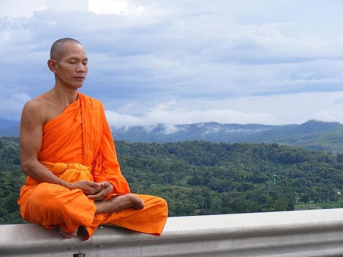 رجل بوذي