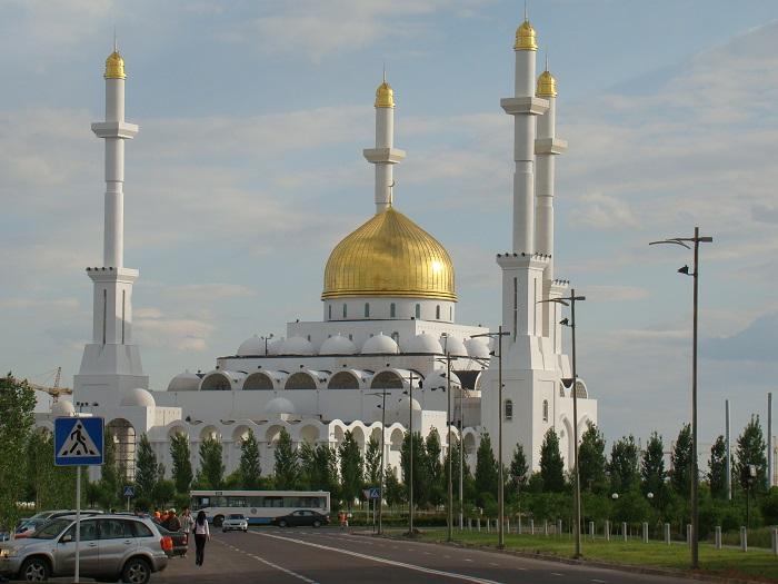 مسجد نور أستانا في العاصمة الكازاخستانية