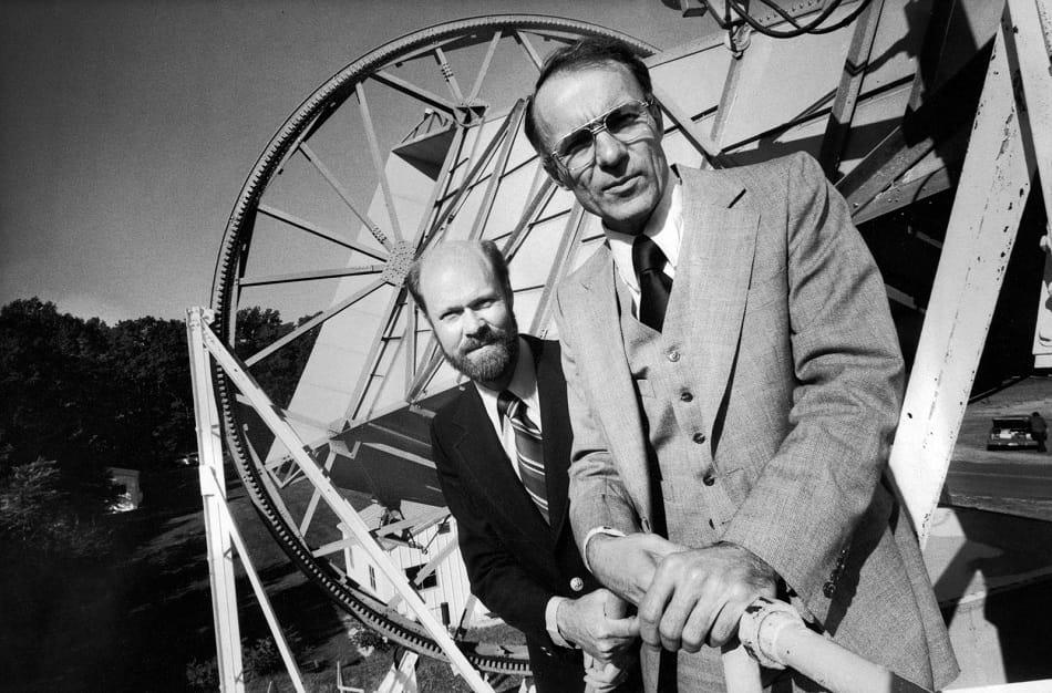 عالما الفلك الإشعاعي روبرت ويلسون وأرنو بينزياس