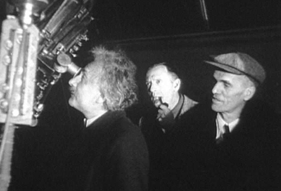 ألبرت آينشتاين مع إدوين هابل في مرصد ماونت ويلسون