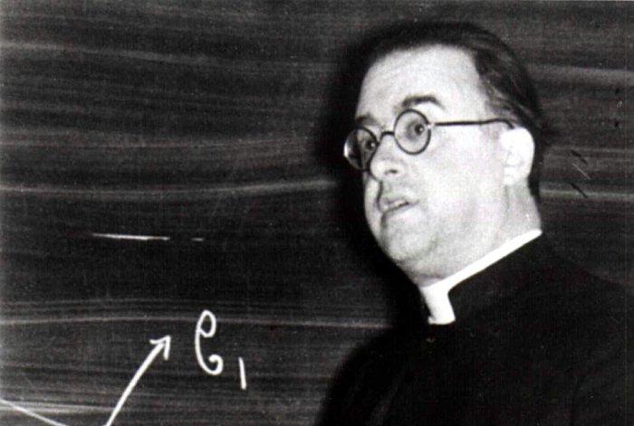 عالم الفيزياء والفلك والكاهن جورج لوميتر