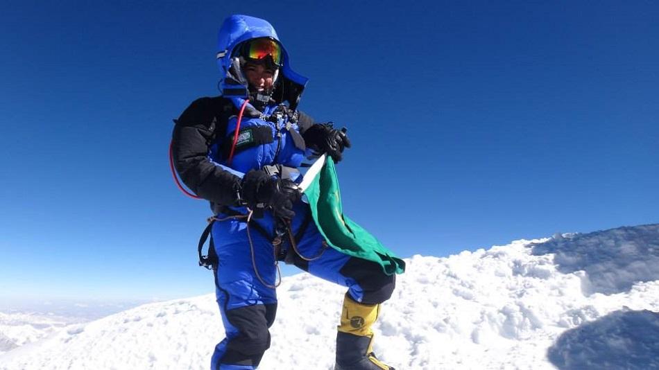 رها محرق خلال تسلقها جبل إفرست
