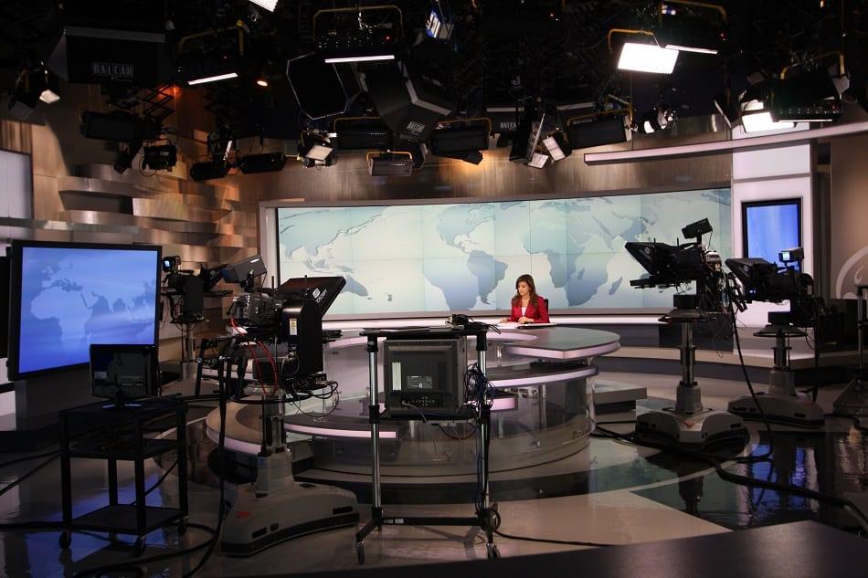 ستوديو في قناة الجزيرة القطرية