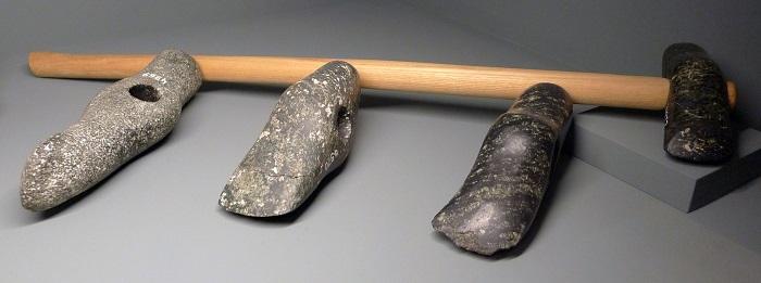 فأس حجري