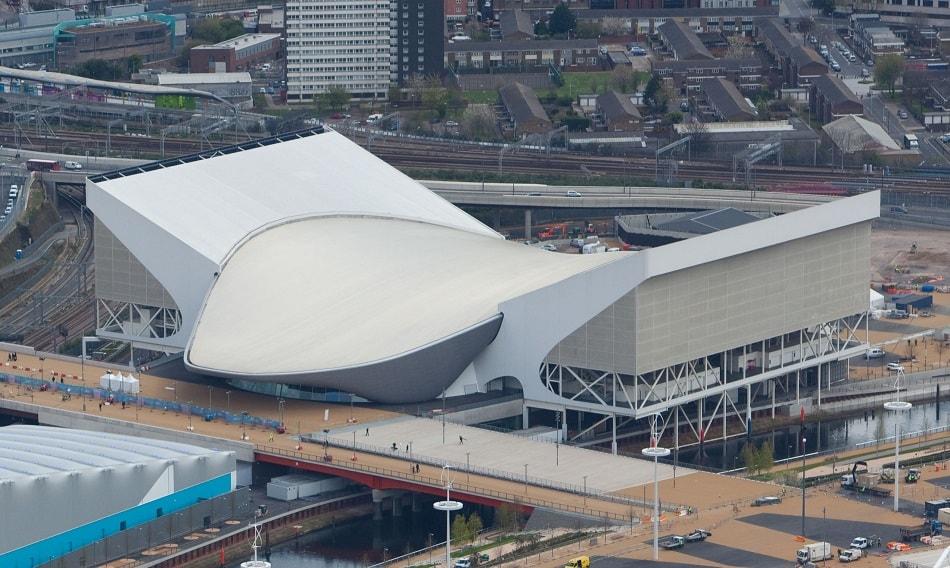 مركز الألعاب المائية في لندن من تصميم زها حديد