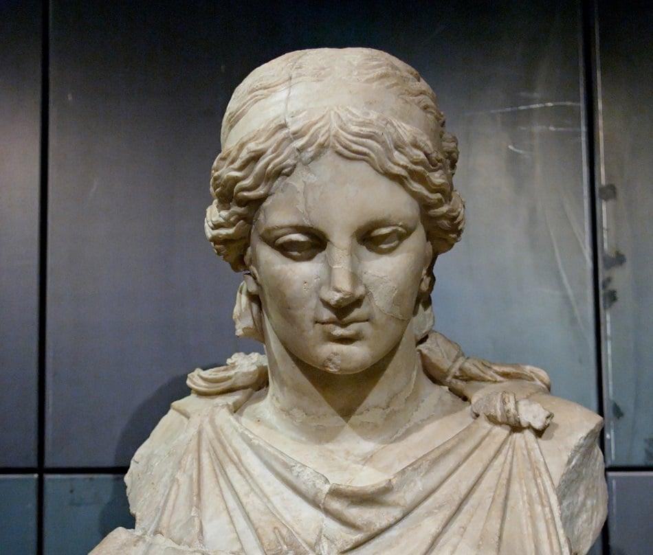 آلهة إغريقية