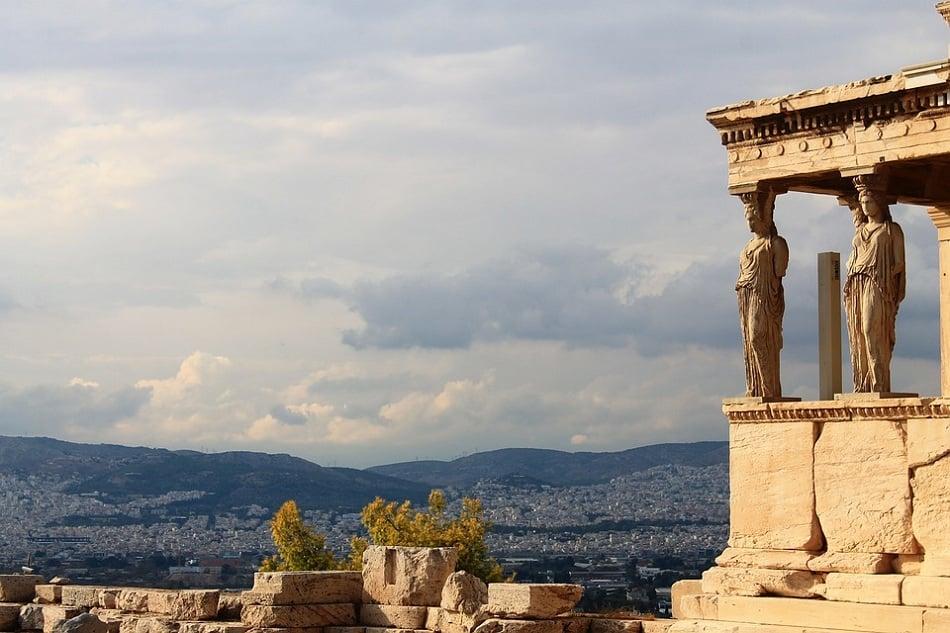 تمثال أحد الألهة الإغريقة