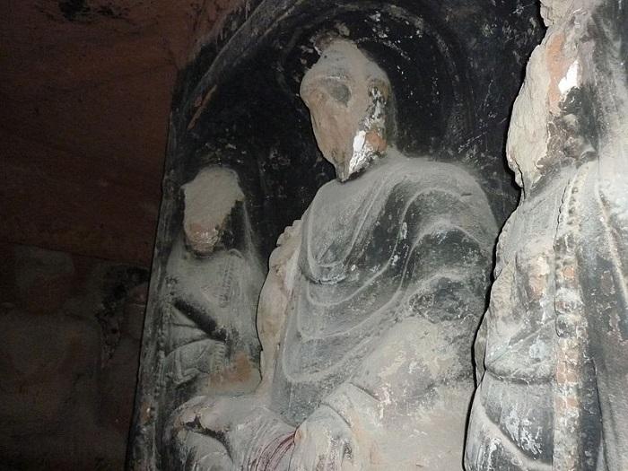 تماثيل مشوهة لبوذا